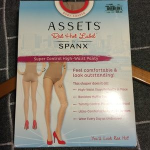 NWT - Assets by Spanx - Super Control Panty